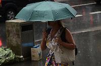 ATENCAO EDITOR: FOTO EMBARGADA PARA VEICULOS INTERNACIONAIS. SAO PAULO, SP, 13 DE DEZEMBRO DE 2012 - Cuva forte atinge a capital no fim da tarde detsa quinta feira, 13, Avenida Paulista, regiao central da capital. FOTO: ALEXANDRE MOREIRA - BRAZIL PHOTO PRESS.