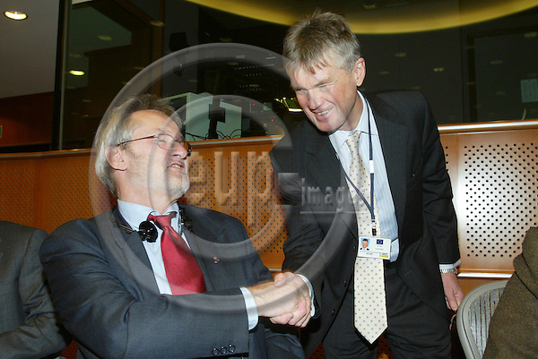 BRUSSELS - BELGIUM - 26 JANUARY 2006 -- Meeting of the Committee on Employment and Social Affairs with four Agencies under the Committees responsability. -- Jorma KARPPINEN (R), Director of EUROFOUND, greets MEP Jan ANDERSSON (L), Chairman of the Committee.   PHOTO: ERIK LUNTANG / EUP-IMAGES