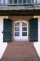 Europe/France/Aquitaine/64/Pyrénées-Atlantiques/Bidarray: Détail d'une maison basque [sur la place de l'église]