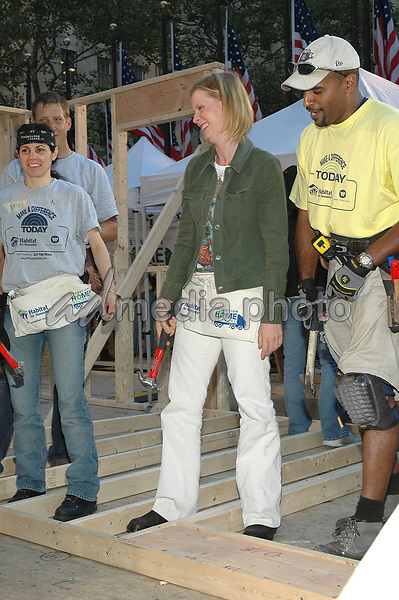 28 September 2005 - New York, New York - Cynthia Nixon pitches in with other volunteers at the Habitat For Humanity Project on the NBC Today Show in Rockefeller Plaza.  <br />