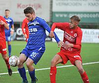 FC GULLEGEM - FC RUPEL BOOM :<br /> Indy Vancraeyveldt (R) tracht de bal te veroveren bij Jonas Laureys (L)<br /> <br /> Foto VDB / Bart Vandenbroucke