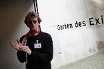 3.6.2014, Berlin, Jüdisches Museum. Blindenführung durch das Jüdische Museum Berlin mit Guide Jonas Hauer und einer SchülerInnengruppe mit stark Sehbehinderten Jugebndlichen aus Soost