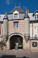 """Europe/France/Normandie/Haute-Normandie/76/Seine-Maritime/ Veules-les-Roses: Vvieille demeure du XVII e , ancien relais de Poste,   qui accueille  Hôtel-Restaurant """"Douce -France"""""""