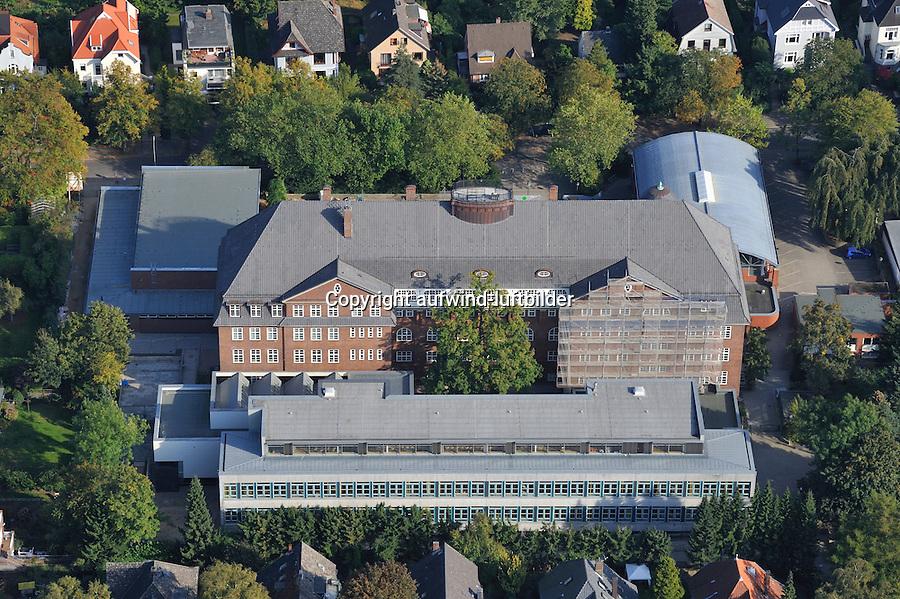 Hansa Gymnasium Bergedorf : EUROPA, DEUTSCHLAND, HAMBURG, (EUROPE, GERMANY), 27.09.2009: Bergedorf, Hansa Gymnasium, Schule, Bau, Gebaeude, alte Schule, ehrwuerdig, Geschichte, Penne, schoene Lage, Luftbild, Luftansicht, Air, Aufwind-Luftbilder..c o p y r i g h t : A U F W I N D - L U F T B I L D E R . de.G e r t r u d - B a e u m e r - S t i e g 1 0 2, .2 1 0 3 5 H a m b u r g , G e r m a n y.P h o n e + 4 9 (0) 1 7 1 - 6 8 6 6 0 6 9 .E m a i l H w e i 1 @ a o l . c o m.w w w . a u f w i n d - l u f t b i l d e r . d e.K o n t o : P o s t b a n k H a m b u r g .B l z : 2 0 0 1 0 0 2 0 .K o n t o : 5 8 3 6 5 7 2 0 9.V e r o e f f e n t l i c h u n g  n u r  m i t  H o n o r a r  n a c h M F M, N a m e n s n e n n u n g  u n d B e l e g e x e m p l a r !.