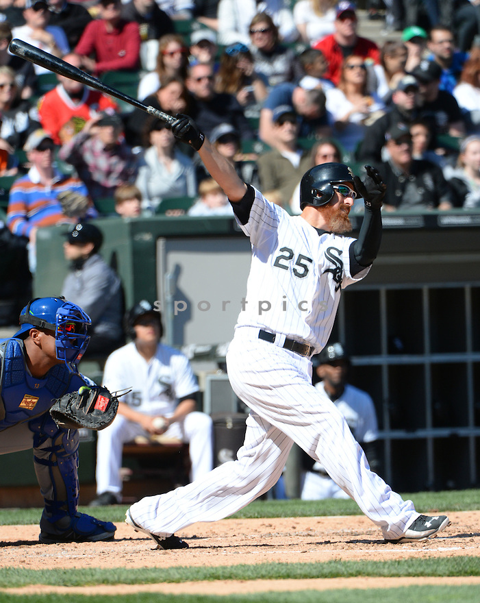 Chicago White Sox Adam LaRoche (25) during a game against the Kansas City Royals on April 26, 2015 at US Cellular Field in Chicago, IL. The White Sox beat the Royals 5-3.