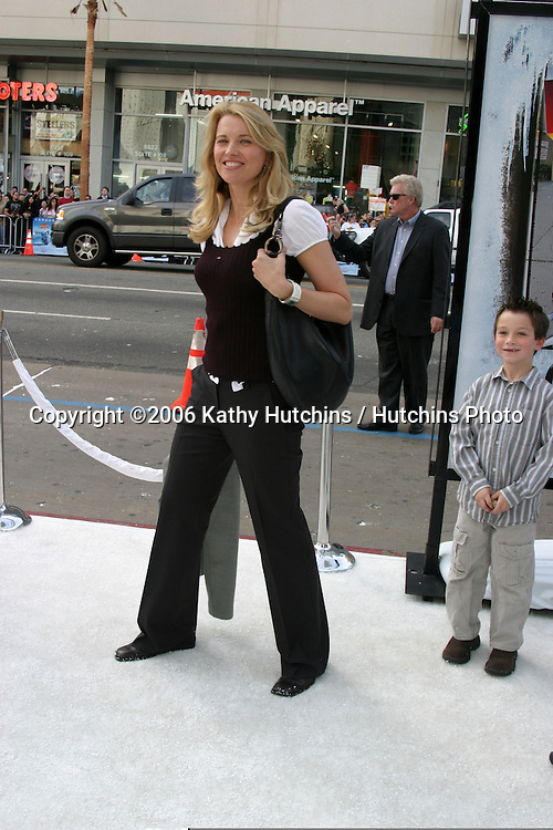 """Lucy Lawless.""""Happy Feet"""" Premiere.Grauman's Chinese Theater.Hollywood, CA.November 12, 2006.©2006 Kathy Hutchins / Hutchins Photo...."""