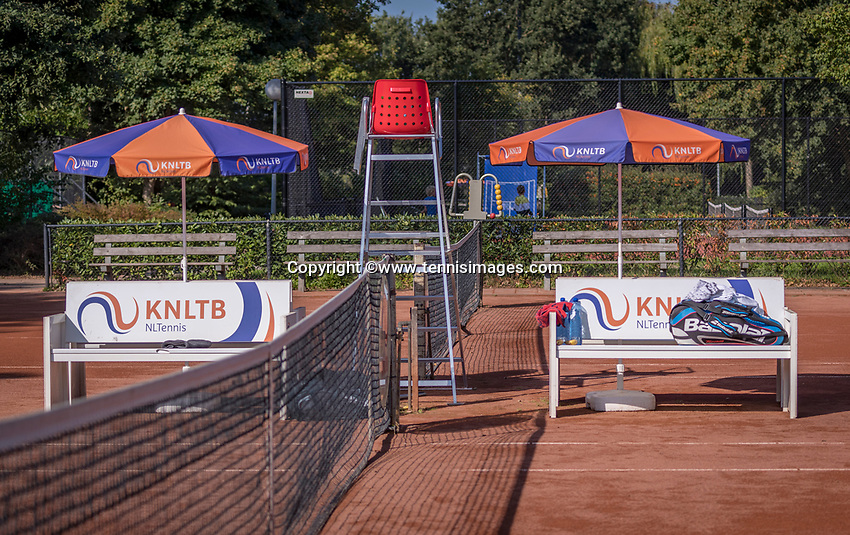 Hilversum, The Netherlands, September 2, 2018,  Tulip Tennis Center, NKS, benches and parasols<br /> Photo: Tennisimages/Henk Koster