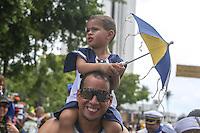 Foliões no tradicional desfile do bloco Galo da Madrugada, que arrasta milhares de pessoas para o centro do Recife (PE), neste sábado (01). O Galo é considerado a maior agremiação de Carnaval do mundo. (Foto: William Volcov / Brazil Photo Press).