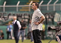 PALMIRA - COLOMBIA, 08-02-2020: Alexandre Guimaraes técnico de America gesticula durante el partido entre Deportivo Cali y América de Cali como parte de la Liga Águila II 2019 jugado en el estadio Deportivo Cali de la ciudad de Palmira. / Alexandre Guimaraes coach of America gestures during match between Deportivo Cali and America de Cali for the date 4 as part of BetPlay DIMAYOR League I 2020 played at Deportivo Cali stadium in Palmira city . Photo: VizzorImage / Gabriel Aponte / Staff