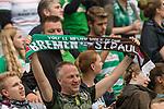 22.07.2017, Millerntor-Stadion, Hamburg, GER, FSP, FC St. Pauli vs SV Werder Bremen<br /> <br /> im Bild<br /> Fans mit Fan-Schal, <br /> <br /> Foto &copy; nordphoto / Ewert