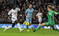 Picture: Andrew Roe/AHPIX LTD, Football, Barclays Premier League, Manchester City v Swansea City, 22/11/14, Etihad Stadium, K.O 3pm<br /> <br /> Swansea's Bafetimbi Gomis narrowly misses the goal after knocking the ball past City's Joe Hart<br /> <br /> Andrew Roe>>>>>>>07826527594