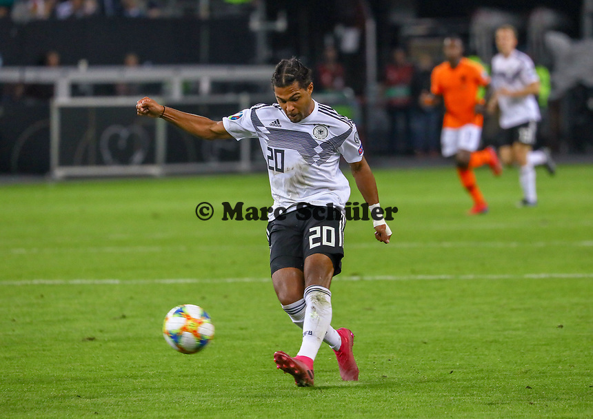 Serge Gnabry (Deutschland Germany) zieht ab - 06.09.2019: Deutschland vs. Niederlande, Volksparkstadion Hamburg, EM-Qualifikation DISCLAIMER: DFB regulations prohibit any use of photographs as image sequences and/or quasi-video.