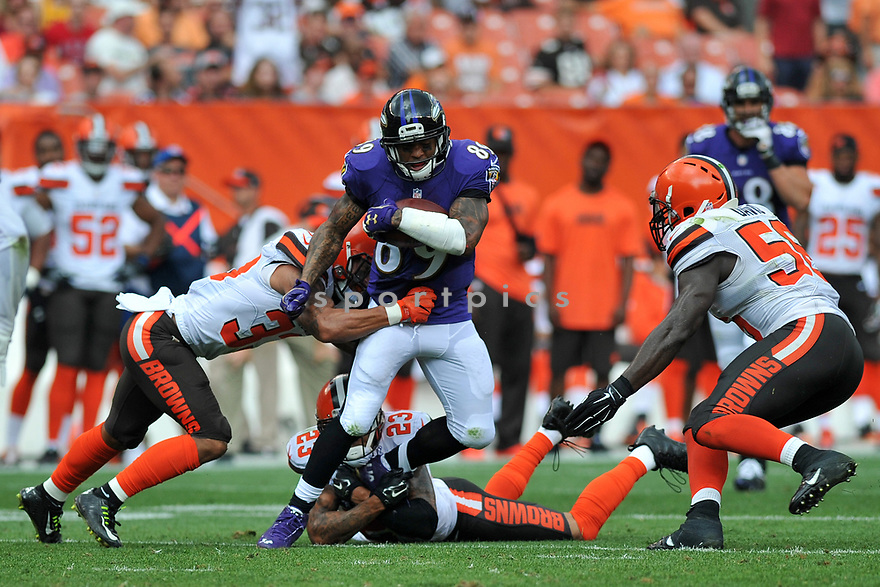 CLEVELAND, OH - JULY 18, 2016: Wide receiver Steve Smith #89 of the Baltimore Ravens carries the ball in the second quarter of a game against the Cleveland Browns on July 18, 2016 at FirstEnergy Stadium in Cleveland, Ohio. Baltimore won 25-20. (Photo by: 2017 Nick Cammett/Diamond Images)  *** Local Caption *** Steve Smith(SPORTPICS)