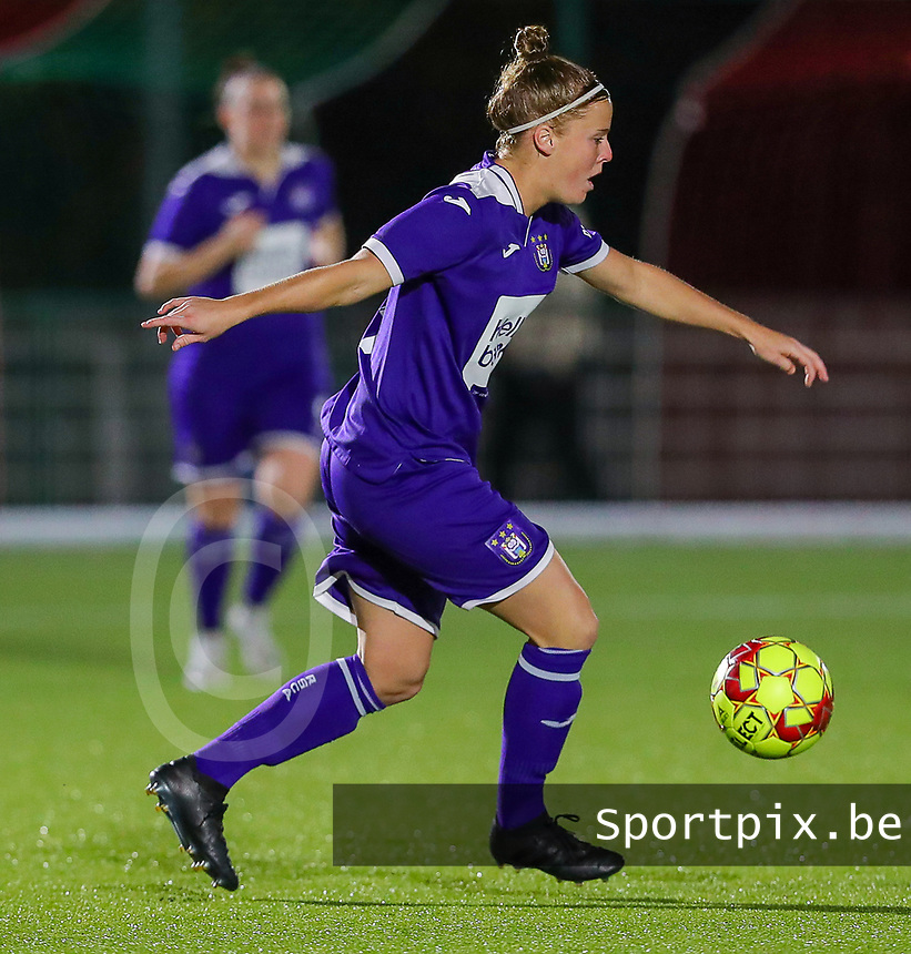 20190920 – LEUVEN, BELGIUM : RSC Anderlecht's Laure Deloose is pictured during a women soccer game between Dames Oud Heverlee Leuven A and RSC Anderlecht Ladies on the fourth matchday of the Belgian Superleague season 2019-2020 , the Belgian women's football  top division , friday 20 th September 2019 at the Stadion Oud-Heverlee Korbeekdam in Oud Heverlee  , Belgium  .  PHOTO SPORTPIX.BE | SEVIL OKTEM