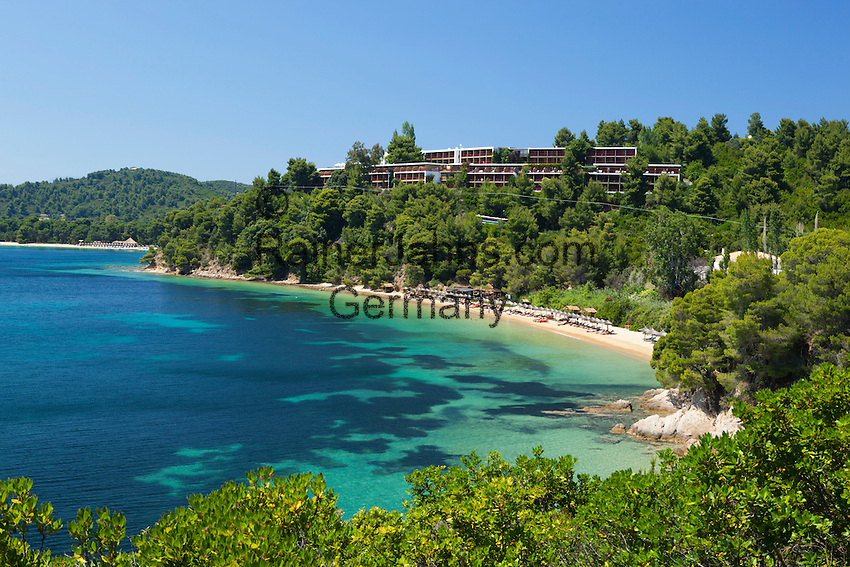 Greece, Thessaly, Northern Sporades, Island Skiathos: Skiathos Palace Hotel above Koukounaries Bay with Maratha and Koukounaries beach below | Griechenland, Thessalien, Noerdliche Sporaden, Insel Skiathos: Skiathos Palace Hotel oberhalb der Koukounaries Bay mit den Straenden von Maratha und Koukounaries