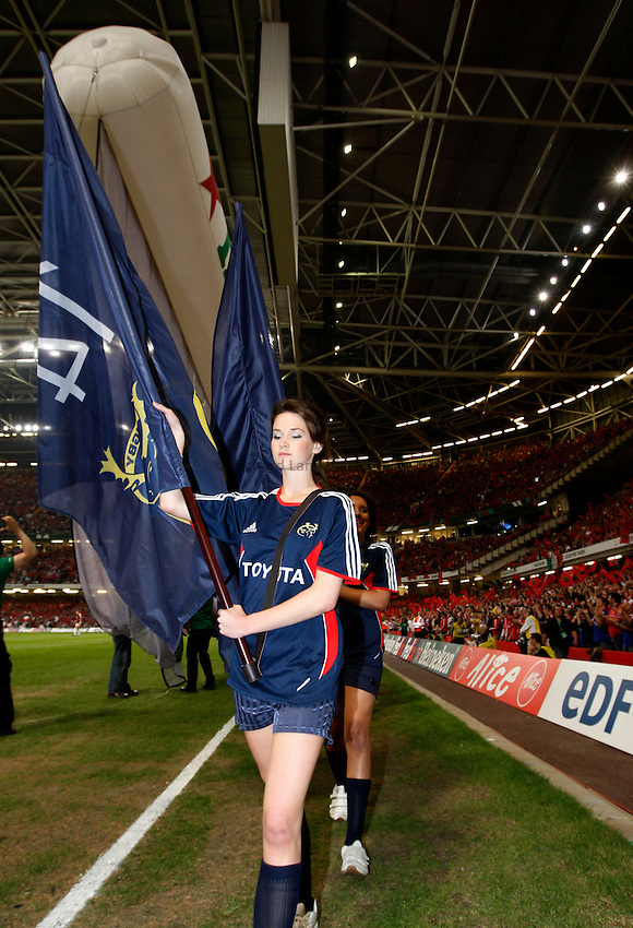 Photo: Richard Lane/Richard Lane Photography. .Munster v Toulouse. Heineken Cup Final. 24/05/2008. .Munster flag bearer.
