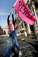 A woman wearing an American flag as a scarf, waves a flag with the slogan Resist<br /> Rome January 19th 2019. Women's March Rome, march of solidarity for the civil rights and civil rights for women, organized by the American community of Rome, simultaneously with the women's march that take place worldwide on January 19th.<br /> Foto Samantha Zucchi Insidefoto