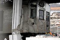 ATEN&Ccedil;&Atilde;O EDITOR: FOTO EMBARGADA PARA VE&Iacute;CULOS INTERNACIONAIS. - RIO DE JANEIRO,RJ,25 DE SETEMBRO DE 2012- TREM DESCARRILHA ESTA&Ccedil;&Atilde;O MADUREIRA-RJ- No in&iacute;cio na  manh&atilde; desta  ter&ccedil;a-feira(25) um trem da  Supervia, descarrilhou na esta&ccedil;&atilde;o  de Madureira zona- norte do RJ. Passagueiros passaram mal  e tiveram que ser  socorridos  por  Bombeiros Militrares. A esta&ccedil;&atilde;o  funciona parcialmente.<br /> ( GUTO MAIA / BRAZIL PHOTO PRESS )