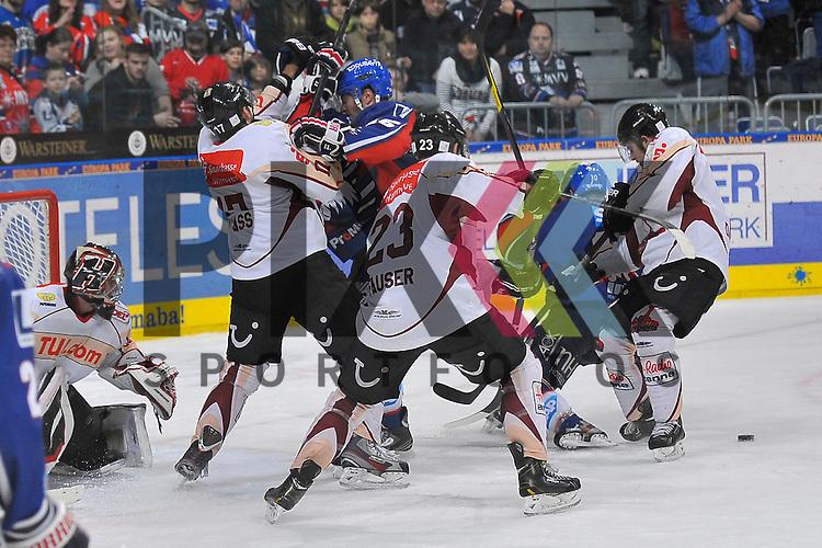 Mannheim 04.11.12, DEL, Adler Mannheim - Hannover Scorpions, vor dem Tor von Hannovers Dimitri Paetzold (Nr.32) sind Mannheims Mike Glumac (Nr.16) und Mannheims Craig MacDonald (Nr.10) gegen Hannovers Maris Jass (Nr.17), Hannovers Gerrit Fauser (Nr.23) und Hannovers Stephan Daschner (Nr.3) <br /> <br /> Foto &copy; Ice-Hockey-Picture-24 *** Foto ist honorarpflichtig! *** Auf Anfrage in hoeherer Qualitaet/Aufloesung. Belegexemplar erbeten. Veroeffentlichung ausschliesslich fuer journalistisch-publizistische Zwecke. For editorial use only.