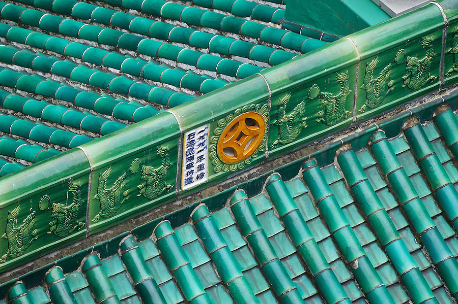 Centre section of the roof.