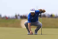 Zach Johnson (USA) lines up his ball on the 6th green during Friday's Round 2 of the 117th U.S. Open Championship 2017 held at Erin Hills, Erin, Wisconsin, USA. 16th June 2017.<br /> Picture: Eoin Clarke | Golffile<br /> <br /> <br /> All photos usage must carry mandatory copyright credit (&copy; Golffile | Eoin Clarke)