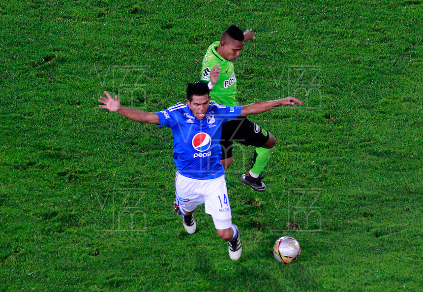 BOGOTA -COLOMBIA, 27-11-2016.David Silva (Izq.) jugador de Millonarios  disputa el balón con Arley Rodriguez (Der.) de Atlético Nacional   durante encuentro  por llos cuartos de final ida de la Liga Aguila II 2016 disputado en el estadio Nemesio Camacho El Campín./ David Silva (L) player of Millonarios  fights for the ball with Arley Rodriguez (R) player of Atletico Nacional   during match for the final quarters date  of the Aguila League II 2016 played at Nemesio Camacho El Campin stadium . Photo:VizzorImage / Felipe Caicedo  / Staff