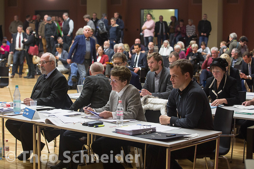 Die Fraktion der AfD in der BVV Lichtenberg: Dietmar Drewes, Marius Radtke, Gisela Starke-Kleese, Falk Rodig, Heribert Eisenhardt, Sebastian Faetke und Ludmila Pütsch. // Die Kandidatin zur Bezirksbürgermeistern in Lichtenberg wurde in zwei Wahlgängen nicht gewählt.