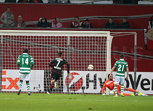 25.02.2016. Leverkusen, Germany. UEFA Europa League football. Bayer Leverkusen versus Sporting Lisbon. William Carvalho (Sporting Lisbon), Javier Hernadez Chicharito (Bayer 04 Leverkusen), Rui Patricio (Sporting Lisbon), Joao Pereira (Sporting Lisbon) as the goal is scored for 1:0 by Karim Bellarabi (Bayer 04 Leverkusen)