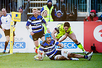 Zach Mercer of Bath Rugby scores the match-winning try. Aviva Premiership match, between Bath Rugby and Sale Sharks on February 24, 2018 at the Recreation Ground in Bath, England. Photo by: Patrick Khachfe / Onside Images