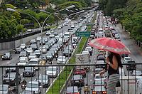 SAO PAULO, SP, 22.11.2013 – TRÂNSITO EM SÃO PAULO: Trânsito na Av. 23 de Maio, próximo ao Parque do Ibirapuera, zona sul de São Paulo na tarde desta sexta feira. Foto: Levi Bianco - Brazil Photo Press.