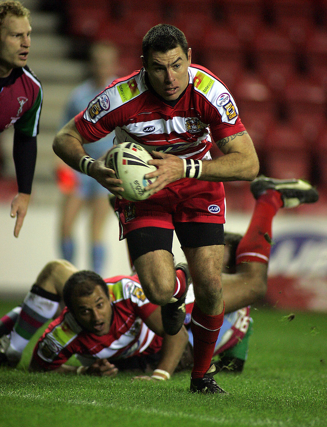 Photo: Paul Thomas..Wigan Warriors v Harlequins RL. Engage Super League 2007. 09/03/2007...Michael Withers of Wigan scores.