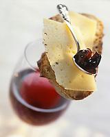Gastronomie générale / Fromage: Lamelle d' d'AOC Ossau-Iraty et confiture de cerise noire