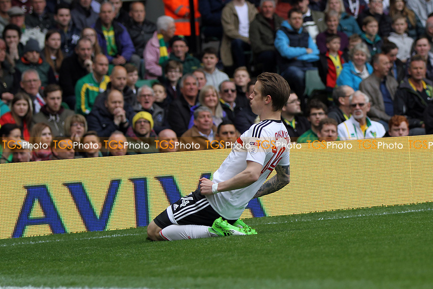 Stefan Johansen of Fulham scores the first goal of the game during Norwich City vs Fulham, Sky Bet EFL Championship Football at Carrow Road on 14th April 2017