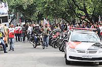 SAO PAULO,SP, 01 DE FEVEREIRO 2013 CIDADES- PROTEATO - Concentração de motofrentistas em frente ao SindimotoSP na rua Eurico Rangel, no Brooklin, em São Paulo (SP), para realização de protesto na manhã desta sexta-feira (01). As novas regras de segurança para motofrentistas começam a valer neste sábado (2), mas apenas 21 mil dos 500 mil profissionais do estado de São Paulo fizeram o curso obrigatório. Segundo o sindicato, a baixa adesão se deve aos gastos com o curso e com os itens de segurança. FOTO ADRIANO LIMA / BRAZIL PHOTO PRESS).
