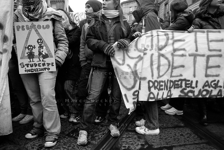 milano, giornata di sciopero generale. manifestazione studentesca contro la riforma dell'istruzione  --- milan, general strike day. student demonstration against the school reform