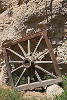 Europe/France/Midi-Pyrénées/46/Lot/Env de Cabrerets/ Liauzu: Musée de l'insolite de Bertrand Chenu dans la Vallée du Célé - Roue de Charette carrée