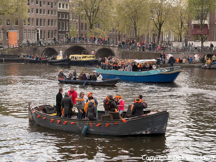 Boote am K&ouml;nigstag auf Nieuwe Herengracht,  Amsterdam, Provinz Nordholland, Niederlande<br /> Boats at Kings day on  Nieuwe Herengracht, Amsterdam, Province North Holland, Netherlands