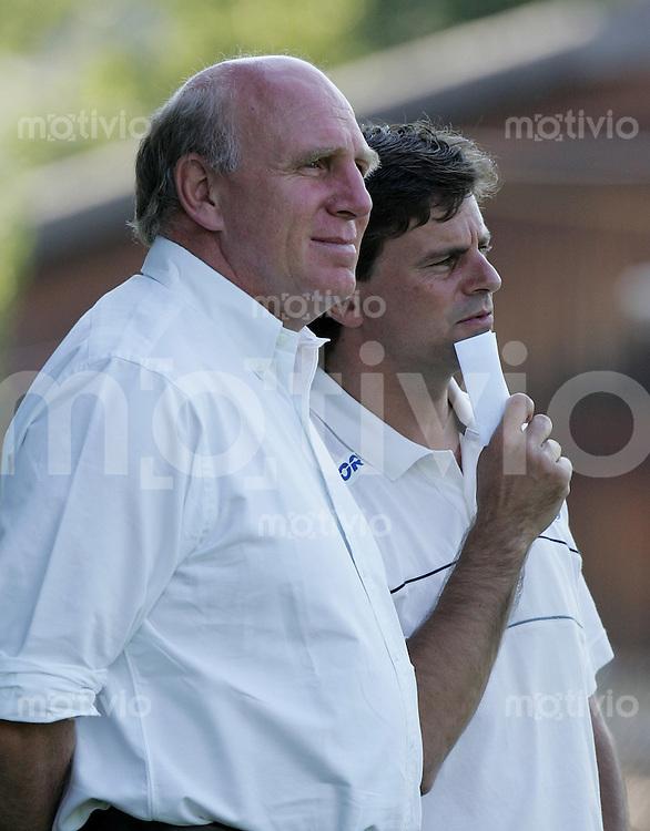 Fussball International Testspiel FC St. Gallen - Hertha BSC Berlin Hertha Manager Dieter Hoeness (li) und Trainer Falko Goetz