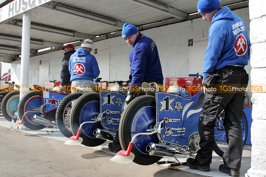 General view of the pits - Arena Essex Hammers - 15/03/06 - (Gavin Ellis 2006)