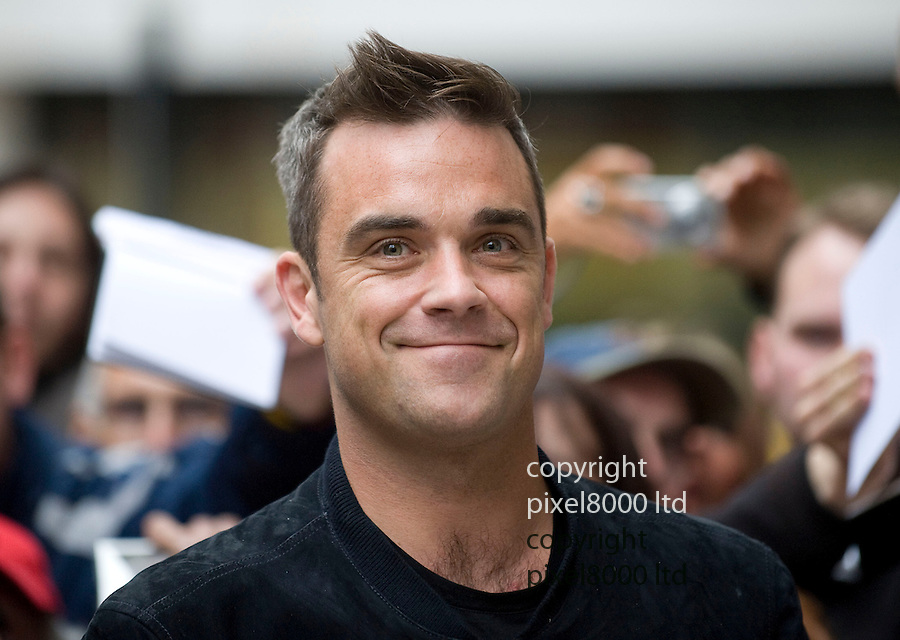 Radio 2 arrivals 7.10.10.Robbie Williams .arrives and speaks to fans.....Picture by Gavin Rodgers/ Pixel 07917221968