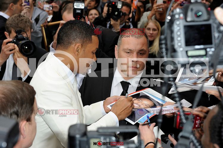 News Pictures--- PARIS, FRANCE - MAY 11: US actor Will Smith with attends the 'Men in Black 3' (MIB 3) european film premiere at 'Le Grand Rex', on May 11, 2012 in Paris, France. Local Caption Will Smith  .. Credit: Edouard Bernaux/News Pictures/MediaPunch Inc. ***FOR USA ONLY***