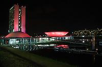 """BRASÍLIA,DF, 07.10.2015 - OUTUBRO-ROSA - Congresso Nacional em Brasília, é iluminado na cor rosa na noite desta quarta-feira, 07. A ação faz parte da programação do """"Outubro Rosa"""", mês dedicado a conscientização da sociedade para a importância do diagnóstico precoce do câncer de mama.(Foto: Ed Ferreira/Brazil Photo Press)"""