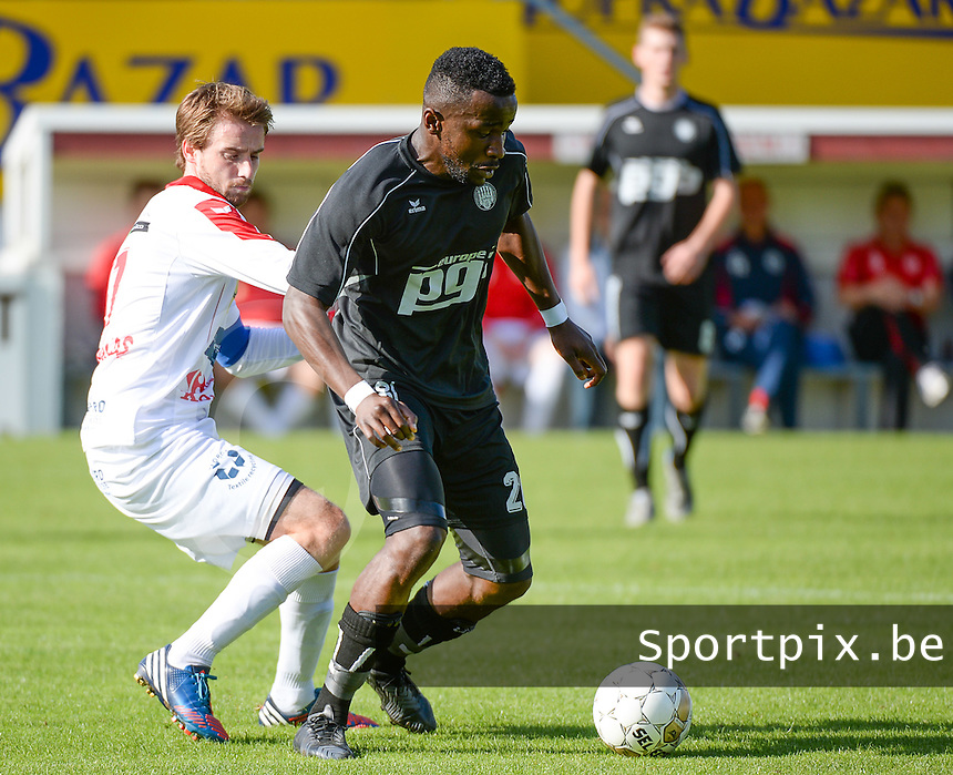 FC Gullegem - RC Gent - Zeehaven : Armand Doka (r) aan de bal voor Yoeri Flederick (links) <br /> foto VDB / BART VANDENBROUCKE