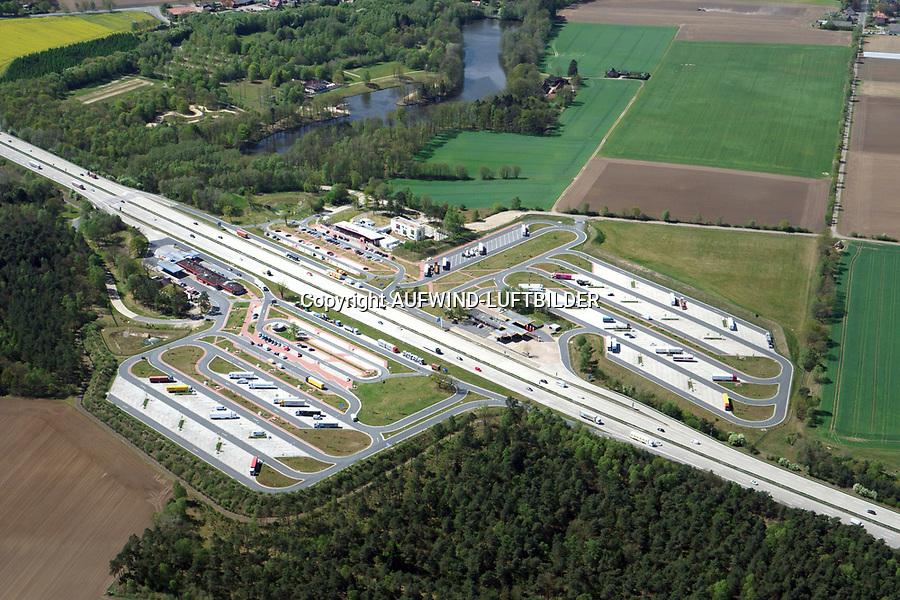 Autobahnraststätte Lüneburger Heide: EUROPA, DEUTSCHLAND, NIEDERSACHSEN, BISPINGEN (EUROPE, GERMANY), 25.04.2019: Autobahnraststätte Lüneburger Heide