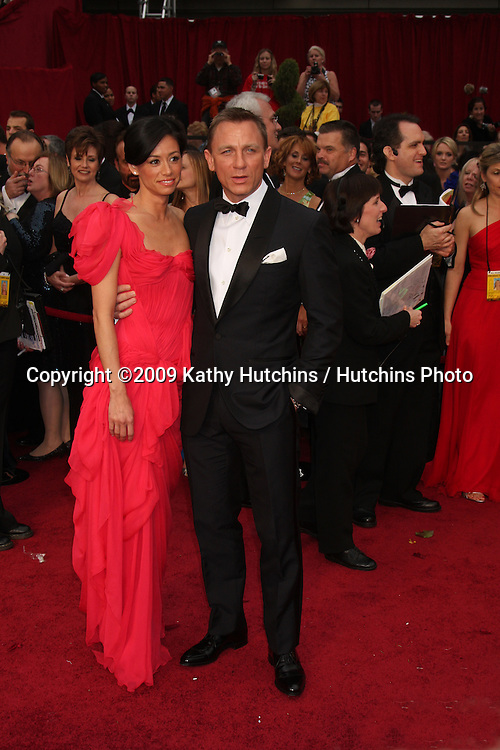 Daniel Craig & Guest  arriving at the 81st Academy Awards at the Kodak Theater in Los Angeles, CA  on.February 22, 2009.©2009 Kathy Hutchins / Hutchins Photo...                .