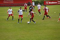 COTIA, SP, 25 DE JUNHO DE 2013. TREINO SPFC. Treino do time do SPFC no Centro de Treinamento de  Cotia.  FOTO ADRIANA SPACA/BRAZIL PHOTO PRESS