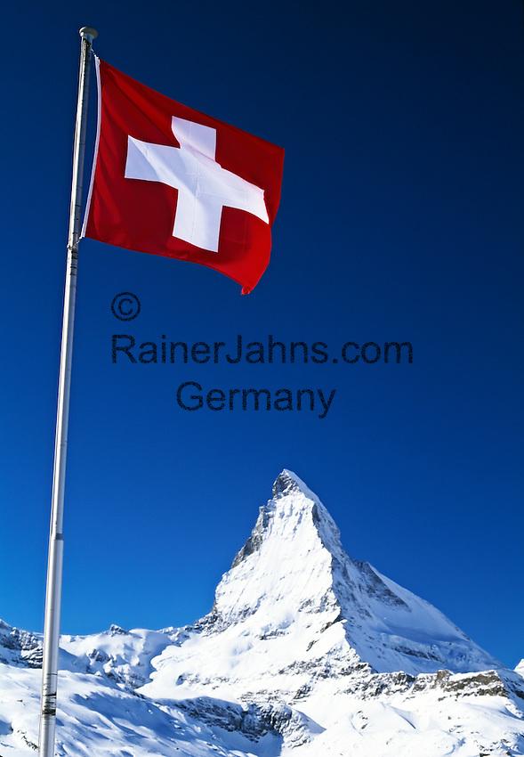 Switzerland, Wallis, Zermatt, Swiss Flag and Matterhorn Mountain (4.478 m) | Schweiz, Wallis, Zermatt, Schweizer Fahne vorm Matterhorn (4.478 m)