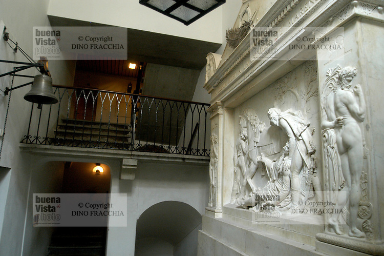 - hostel of the Great S.Bernardo, monument to napoleonic general Desaix, died in the battle of Marengo ....- ospizio del Gran S.Bernardo, monumento al generale napoleonico Desaix, morto nella battaglia di Marengo