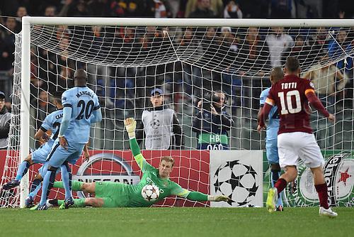 10.12.2014. Rome, Italy. UEFA Champions League Group E match between AS Roma 0-2 Manchester City at Stadio Olimpico in Rome Joe Hart saves a shot of Jose Holebas Parata Roma