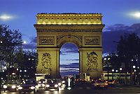Traffic surrounding the Arc de triomphe Paris, nuit Arch of Triumph, Paris at Night